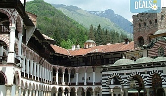 Еднодневна екскурзия до Рилския манастир и Стобските пирамиди! Транспорт, водач и програма от агенция Поход!