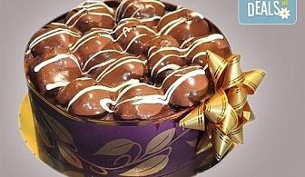 Еклерова торта по избор: с малини, смокини, ягоди или къпини от Виенски салон Лагуна! Предплатете сега 1лв