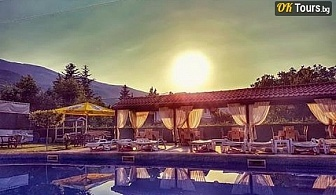 Еко почивка в Родопите! . Нощувка със закуска + външен басейн и джакузи в Комплекс Флора