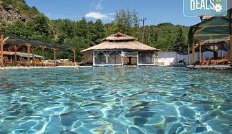 Есенен релакс в хотел Петрелийски 2* в с. Огняново! Нощувка със закуска, ползване на открит и закрит минерален басейн, сауна и парна баня