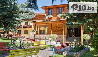 Есенна почивка във Велинград! Нощувка със закуска и вечеря в апартамент и безплатно за дете до 4 г. + СПА зона, 3 минерални басейна и ползване на солна стая, от СПА хотел Елбрус 3*