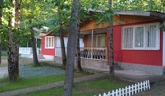 Фамилни къщички с оборудвана кухня в комплекс Йони - Нощувка за четирима - 48 лв. или девет човека -108 лв. през Септември, на метри от плажа Атлиман