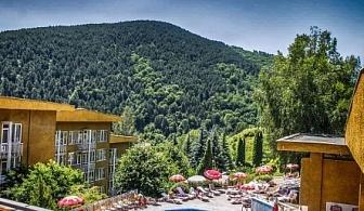 ФЕВРУАРИ И МАРТ във Велинград - хотел Камена *** ! Нощувка със закуска и вечеря + вътрешен минерален басейн, сауна, парна баня и джакузи на цени от 37.50лв. на човек!!!