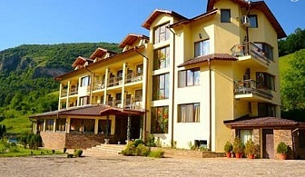 Гергьовден в Рибарица на ТОП ЦЕНА. 2 нощувки, 2 закуски и 2 вечери - едната празнична за 109 лв. в хотел Вежен***