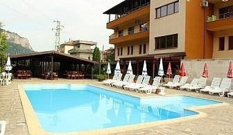 Гергьовден в Тетевен! 2 нощувки със закуски и 2 празнични вечери + басейн в хотел Еница!