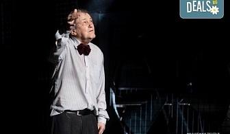"""Гледайте Стефан Мавродиев в """"Аз, Фойербах"""", на 24.10. от 19ч. в Младежки театър, Камерна сцена, 1 билет!"""