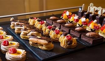 150бр., хапки в комбиниран микс от сладки и солени изкушения от H&D Catering!
