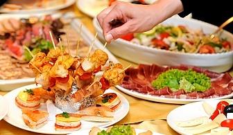 120 хапки с маслинова паста и свинско филе и брускети с крем и сьомга и запечен кашкавал и билки от Топ Кет Кетъринг!