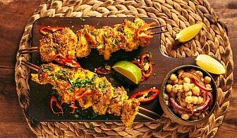 Хапнете вкусно! Свински шашлик със зеленчуци + десерт панакота в Ресторант Ел Куку!