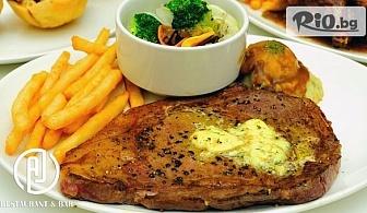 Хапни свежа салата и основно ястие с гарнитура по избор, от AJ Restaurant andamp;Bar