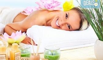 Хавайски релаксиращ масаж на цяло тяло ломи-ломи с етерична масла в масажно студио Spa Deluxe