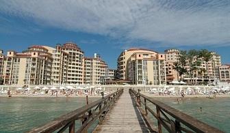 Хотел Андалусия Бийч, във Ваканционното селище Елените е разположен сред живописен залив и е заобиколен от вековни дъбови гори. Ол Инклузив, безплатен аквапарк и безплатни шезлонги и чадъри на плажа / 12.07.2017-22.08.2017