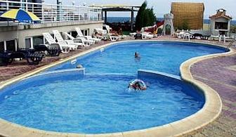 От хотел Перун в Несебър се открива красива гледка към морето, а басейнът е идеално място, за да поплувате и да събирате тен, наслаждавайки се на лятната си почивка,  докато децата се забавляват на детската площадка / 10.06.2017-26.06.2017