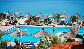 Хотел Sousouras and Bungalows, в Халкидики, на брега на морето за вашия комфортен престой сред палмови дървета и красиви  пътеки за разходка из цветни градини / 09.09.2017 - 25.10.2017