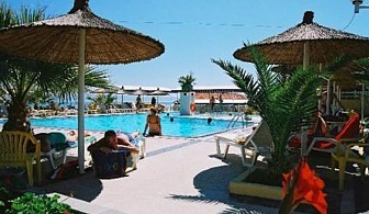 Хотел Sousouras and Bungalows в Халкидики, на брега на морето за вашия комфортен престой сред палмови дървета, пътеки за разходка из цветни градини и с красиви гледки към Торонейския залив и полуостров Ситония/ 18.07.2017 - 31.07.2017
