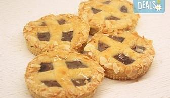 Хрупкав, ароматен ябълков мини пай - 4 бр. х 200гр, в красива кутия, от майстор сладкарите на сладкарница Сладост!