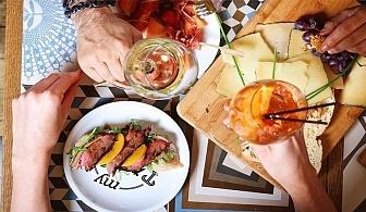 Испански вкус! 5бр., хапки тапас + чаша вино в Ресторант Ел Куку!