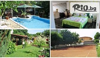 Изгодна почивка край Албена! Нощувка за ДВАМА със закуска или със закуска и вечеря + басейн, от Хотелски комплекс Рай 3*