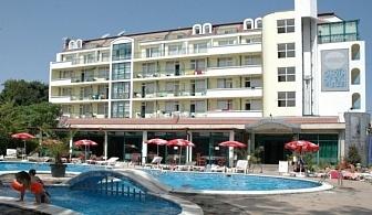 Изгодна почивка в Приморско - Хотел Перла Плаза за една нощувка със закуска, чадъри и шезлонги   на басейна / 01.06.2017 - 24.06.2017