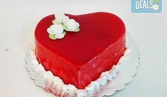 Изненада за любимия човек! Торта във формата на сърце с пухкав ванилов крем и плодове + надпис по избор от сладкарница Дао!