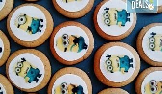 Изненадайте Вашия малчуган! Детски бисквити със снимка на любим герой: Мики Маус, Миньоните, Макуин, Елза или с друга снимка по избор от Muffin House!