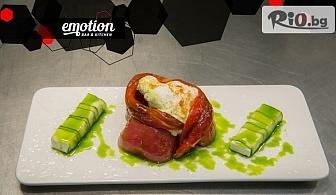 Изтънчено меню от Emotion bar and kitchen! Българска салата + Филе от лаврак с кейк от аспержи и Равиоли от ананас с ягоди и мус от бял шоколад