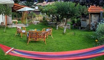 Къща за 6 човека с барбекю, детски кът и просторна градина на Смолянските езера - къща Кабасанов
