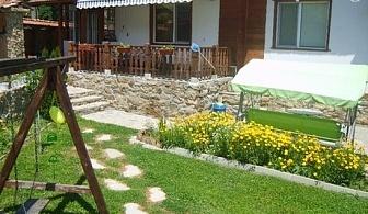 Къщичка в Еленския балкан. Нощувка за до 9 човека през лято 2017. Плати сега 29.90 лв и доплати на място 70.00 лв.