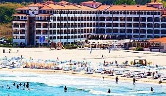 Късно лято на брега на морето в Царево! Нощувка за 2-ма, 4-ма или 6-ма + басейн в хотел Реджина Бийч