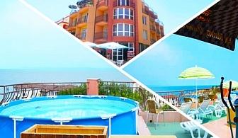 Късно лято в Черноморец на 50м. от плажа! Нощувка със закуска + панорамен басейн само за 20 лв. в хотел Денз