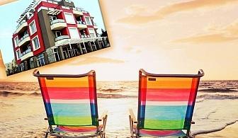 Късно лято в Лозенец! Нощувка със закуска или закуска и вечеря на човек в хотел Хера, на 200м. от плажа