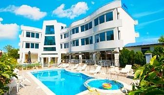 Късно лято в Лозенец на ТОП ЦЕНИ! Нощувка със закуска + басейн в хотел Ариана. Дете до 12г. безплатно за пакета!