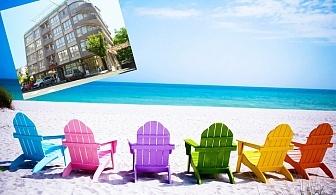 Късно лято в Несебър на 100 м. от плажа. Нощувка на човек със закуска в Хотел Стела***. Дете до 12г. - БЕЗПЛАТНО!!!