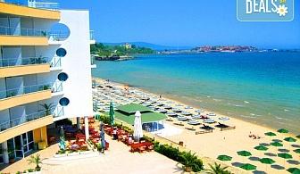 Късно лято на първа линия на плажа в Хотел Афродита 3*, Несебър! 1 нощука със закуска, безплатно ползване на басейн, паркинг и дете до 2 г. безплатно