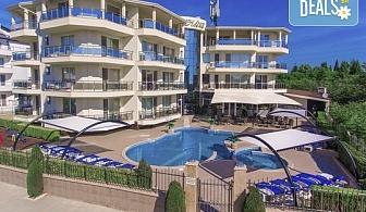 Късно лято на 150 м. от плажа в хотел Адена 3*, Черноморец! Нощувка, ползване на басейн, шезлонг и чадър, безплатно за дете до 1.99 г.