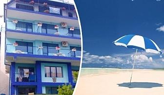Късно лято на 50 м. от северния плаж в Приморско! Нощувка или нощувка със закуска в хотел Синя Лагуна