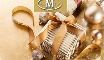 Коледа в Банско! 3 нощувки за двама със закуски + малък басейн, сауна и джакузи в хотел Мартин