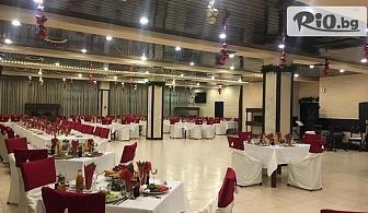 Коледа в Етрополския Балкан! 1 или 2 нощувки със закуски и вечери, едната празнична с гост изпълнител Софи Маринова + СПА център, от Хотел Еверест