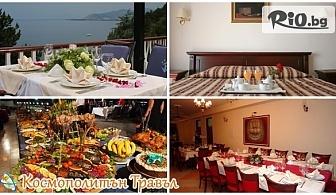 """Коледа в Охрид! 2 нощувки, закуски и вечери, празнична вечеря в хотел """"Горица"""" + автобусен транспорт и пешеходна разходка в Скопие и Охрид, от Космополитън Травъл"""