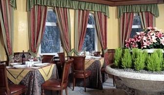 Коледа в петзвездния хотел Феста Уинтър Палас! ПАКЕТНА ЦЕНА ЗА ДВЕ ИЛИ ТРИ НОЩУВКИ СЪС  закуски, вечери + Празнична Вечеря на Коледа  + вътрешен басейн и Спа!!!