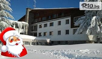 Коледа в Узана! 2 нощувки със закуски, Празнични трапези за Бъдни вечер и Коледа + сауна и разходка с моторна шейна, от Хотелски комплекс Еделвайс