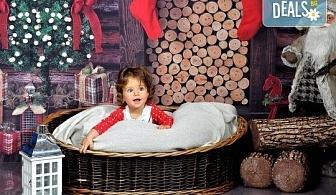 Коледна фотосесия в студио с много аксесоари и разнообразни декори от Photosesia.com!