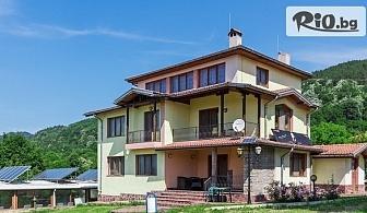 """С компания край Априлци! Наем на самостоятелна къща """"Фамилия"""" за до 20 човека, Комплекс от къщи за гости Романтика"""