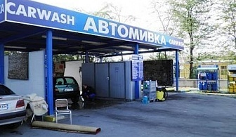 Комплексно измиване на лек автомобил и освежаване на купе или полиране на фарове от автомивки на бул. Рожен