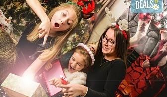 Красив подарък за цялото семейство! Направете си коледна семейна фотосесия с неограничен брой обработени кадри от Pandzherov Photography!