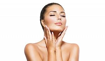 Красива кожа! Почистване на лице с пилинг + серум според типа кожа и кислородна мезотерапия в Салони за красота Женско Царство!