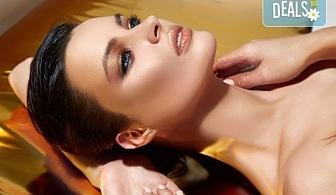 """За красивата жена! СПА масаж """"Златен дъжд"""" със златни частици, парафинова терапия за ръце, масаж на лице, хиалурон или колаген и чаша бяло вино в Senses Massage & Recreation"""