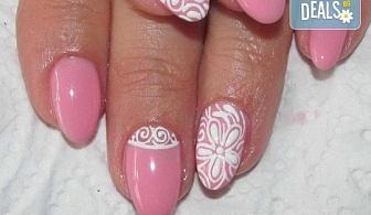 Красиви ръце! Дълготраен маникюр с гел лак Le Vole и 2 декорации в Студио за маникюр Vess Nails