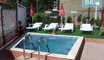 До края на септември в хотел Витяз Хаус във Велинрад! 1 нощувка със закуска или закуска и вечеря, външен минерален басейн с термално джакузи и безплатно настаняване на дете до 4г.!