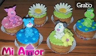 Кутия с 5 или 10 мъфина с украса от цветна глазура или захарно тесто